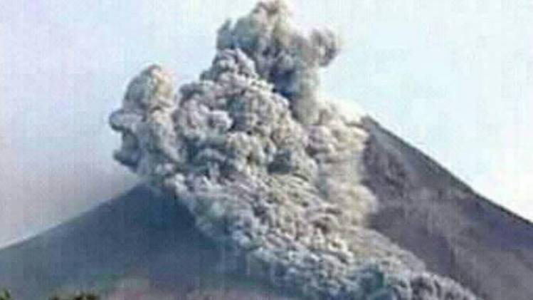 CuplikCom-Gunung-Ili-Lewotolok-NTT-Erupsi,-Tinggi-Kolom-4000-Meter-30112020103645-20201130_103438.jpg
