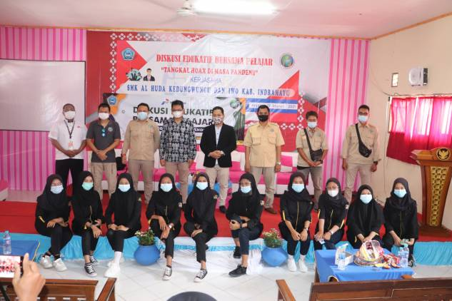 CuplikCom-IWO-Indramayu-Gembleng-Pelajar-SMK-Al-Huda-Kedungwungu,-Diberi-Wawasan-Bahaya-Hoax-18032021100720-IMG_20210318_095743.jpg